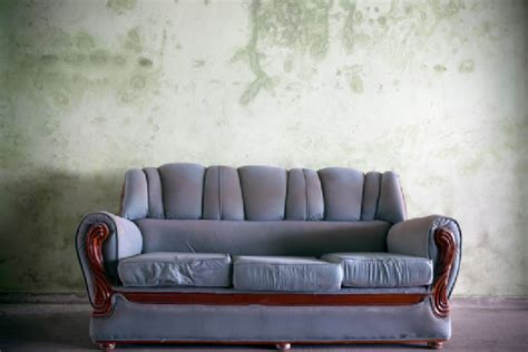 buy a new couch when to buy a new sofa tips from sofas and sectionals blog