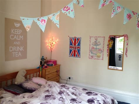 how to decor a bedroom the twenty best ways to decorate your student room at uni handbags and cupcakes