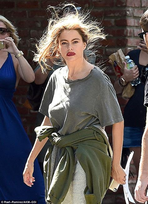 Dishevelled Dressing by Sofia Vergara Shocks With Dishevelled Look But It S Only