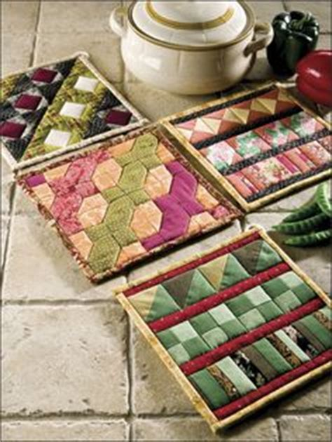 Fast Quilting Projects Pot Holders Mug Rugs Pincushions - 1000 images about quilts table runners mug rugs pot