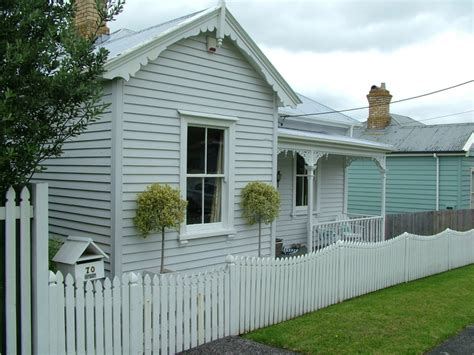 quot polished quot weatherboard house home colour schemes - White Weatherboard House