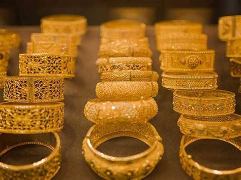 golden price surging gold price deters buyers dealers forced to offer