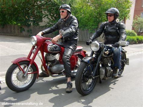 Motorrad Oldtimer Outfit vintage retro look und accessoires der jahrzehnte