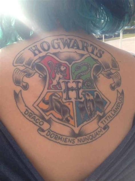 hogwarts tattoo harry potter hogwarts crest tatuajes y arte