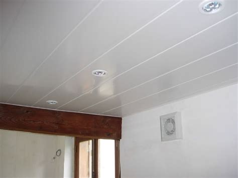 Pose De Lambris Pvc Plafond by Installation Faux Plafond Pvc Maison Travaux
