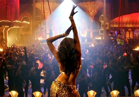 deepika padukone lovely happy new year lovely song review watch deepika