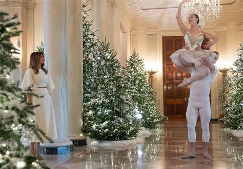 trump white house decoration melania trump unveils white house christmas decorations