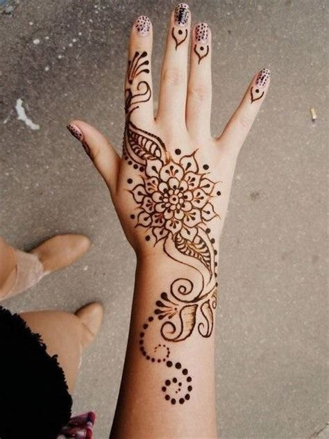 henna tattoo on right hand 25 best ideas about simple henna on