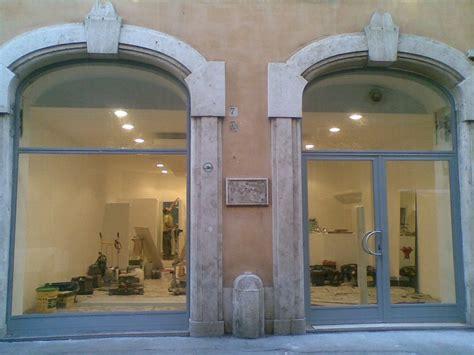porte per negozi in alluminio realizzazione porte e vetrine per negozi in ferro e