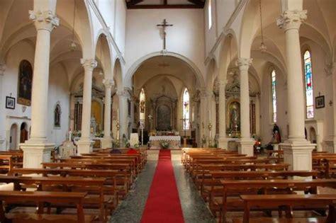 interno chiesa comune di revine lago chiesa di san matteo