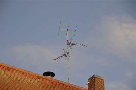 Tv Roof file roof mounted terrestrial television antenna jpg