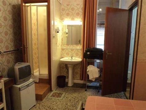 bel soggiorno genova habitaci 243 n pileta ducha foto di hotel bel soggiorno