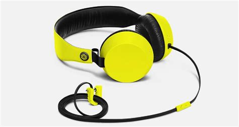 Knock Coloud Nokia Headphones microsoft offers free nokia headphones with all windows phones purchased in the us