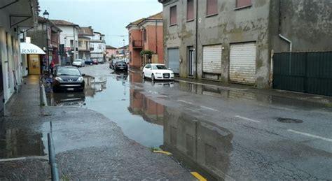 il gazzettino di rovigo porto viro ondata di pioggia allagamenti a taglio di po e porto viro