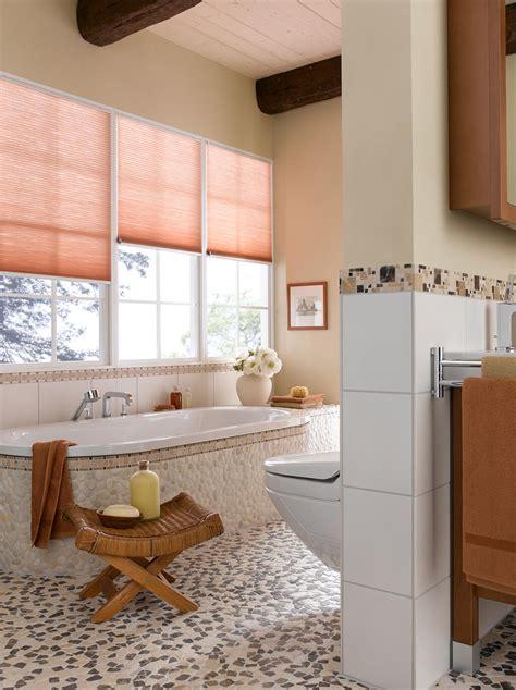 bad fenster sichtschutz plissee sichtschutz im bad plissees und rollos f 252 r badezimmer