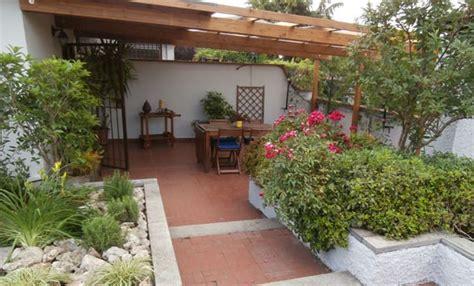terrazzo giardino da terrazzo a giardino incantato e fiorito leitv
