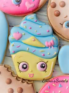 How To Decorate Cookies With Royal Icing How To Make A Shopkins Cookie Cupcake Cookie By Emma S
