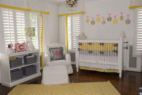 chambre enfant jaune 7 inspirations de chambres de b 233 b 233 p 233 tillantes en jaune et