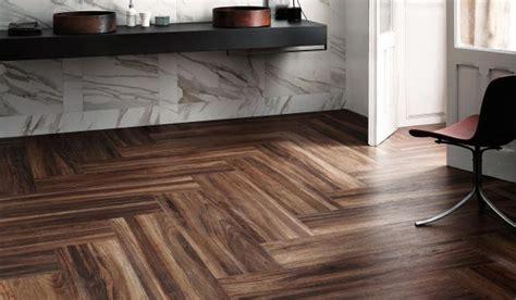 come posare piastrelle pavimento come posare un pavimento in gres porcellanato effetto