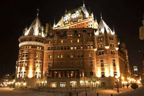 chateau frontenac  night  stopped   quebec city