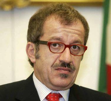 decreti ministero interno flussi maroni nel 2009 decreto per gli stagionali