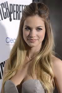 Montaigne Vanity Alexis Knapp At Quot Pitch Perfect Quot Hollywood Premiere