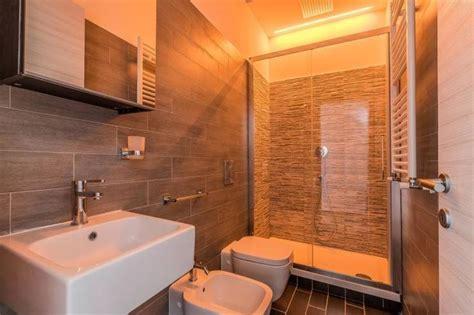 bagno piccolo con doccia 17 migliori idee su bagno con doccia su docce