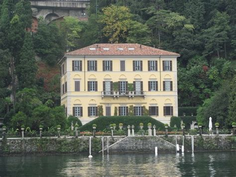 george clooney houses george clooney s beautiful villa on the lake celebrity