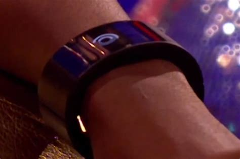 william demonstrates  smartwatch  uk tv digital
