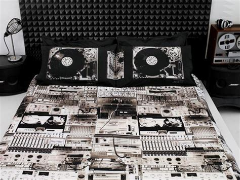 coolest bed sheets 14 cool and creative bed sheets