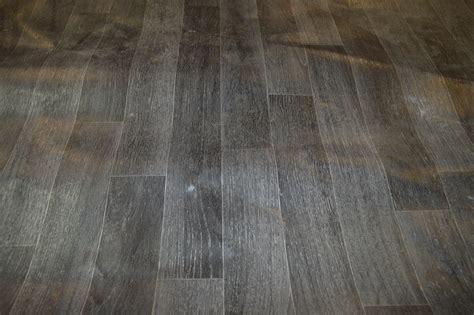 part roll of 4m grey laminate effect vinyl flooring