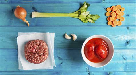 cucinare il ragu il rag 249 alla bolognese la ricetta base i consigli e i