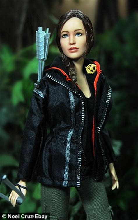 Baju Mattel Katniss 1 noel repaints hunger to look exactly like daily mail