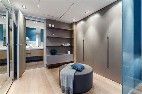 kleiderschrank domäne mali apartman na azurnoj obali uređen sa stilom