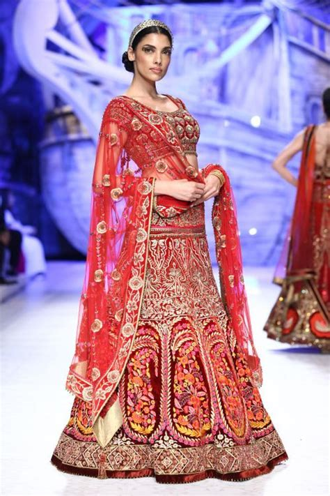fotos de vestidos de novia hindu fashion weeks ux ui designer and fashion on pinterest