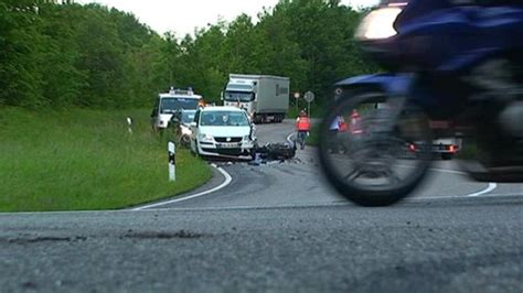 Motorradtouren Zollernalbkreis by Balingen 23 J 228 Hriger Motorradfahrer Stirbt Bei Unfall Auf