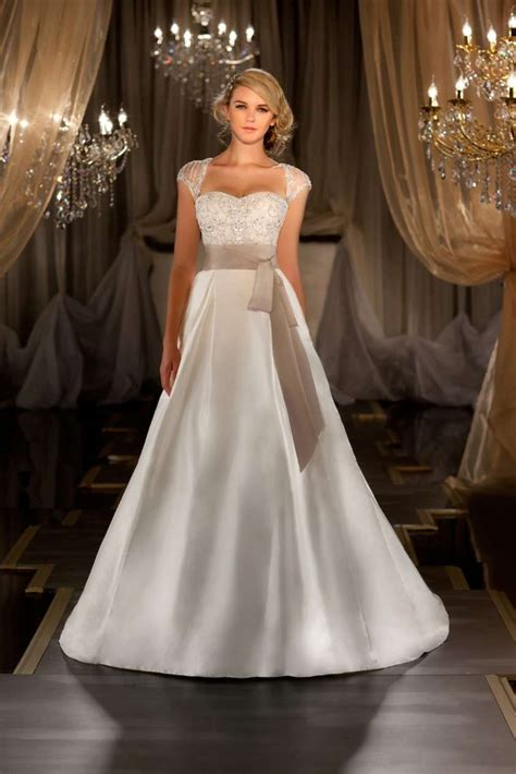 Best Wedding Dress Shape For Petite Bride