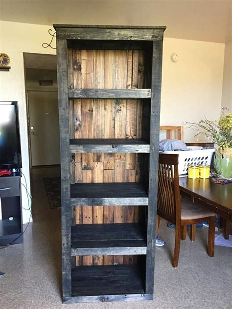 bookshelf ideas diy 25 best ideas about pallet bookshelves on pinterest