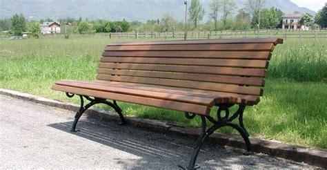 panchine in legno per esterni panchina per esterni belllitalia in legno e ghisa modello