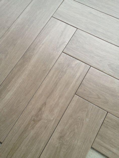 Holz Optik Fliesen 787 by Herringbone Tile Floor In Grayish Woodish Floors