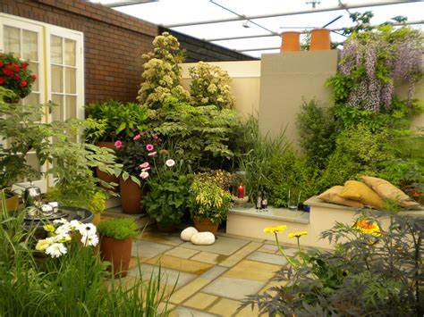 Small Home Garden Ideas Decoration Small Home Garden With Beautiful Features