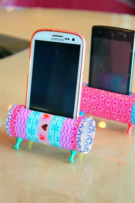 How To Make Sticks With Toilet Paper Rolls - easy diy phone holder using toilet paper rolls toilettes