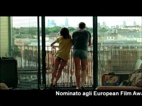 happy go lucky trailer italiano la felicit 224 porta
