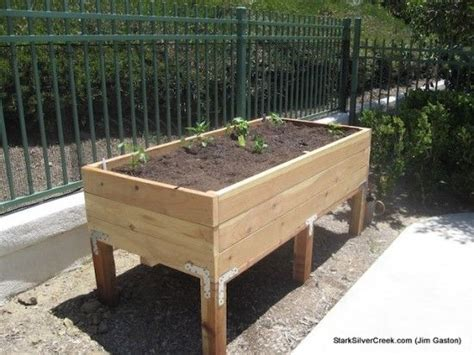 How To Build A Raised Planter Box by Best 25 Vegetable Planters Ideas On Box