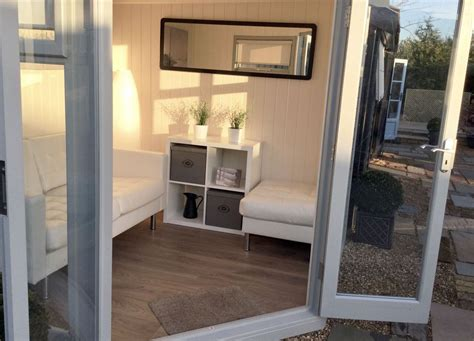 interior  studio corner pent corner summer house