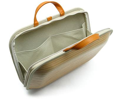 Wooden Briefcase By Takumi Shimamura by 木製ブリーフケース Wooden Briefcase 島村卓実 インテリアパンチ