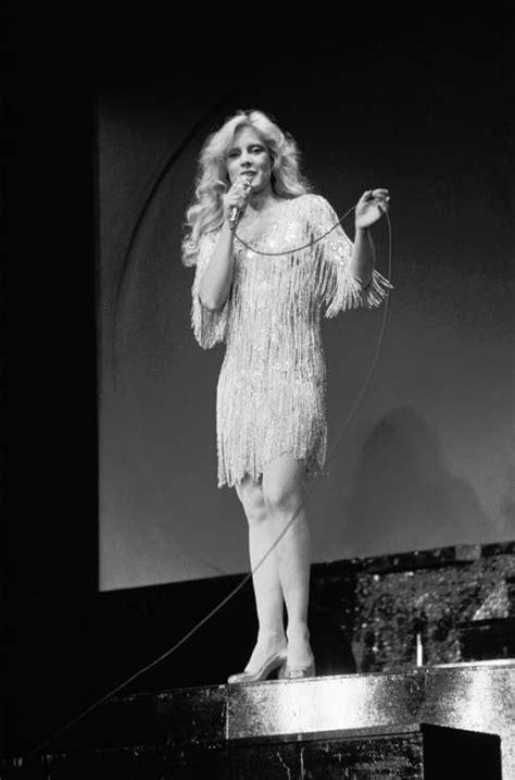 Sylvie Vartan sur la scène de l'Olympia, en 1972