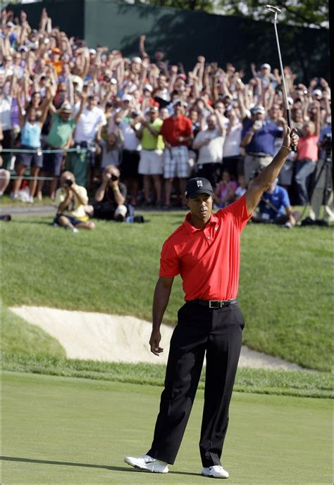 woods a celebration woods ties nicklaus with 73 pga wins toledo blade