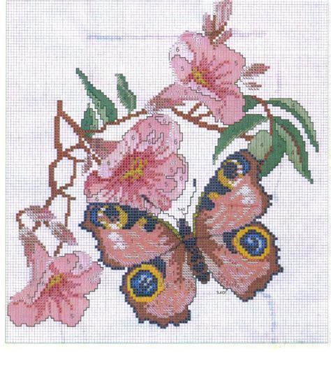 fiore punto croce schema punto croce farfalla su fiore rosa punto croce