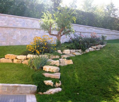 aiuole giardino immagini realizzazione e manutezione aiuole e bordure fumagalli